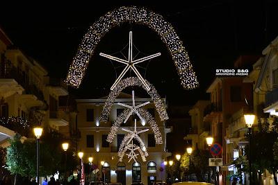 Οι πρώτες φωτεινές Χριστουγεννιάτικες πινελιές στο Ναύπλιο