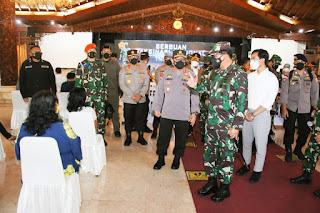 Panglima TNI Marsekal Hadi Tjahjanto bersama Kapolri Jenderal Polisi Listyo Sigit Prabowo
