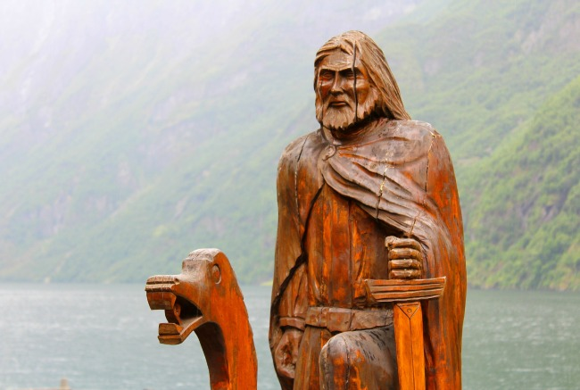 a-guide-to-DNA-testing-for-family-research-wooden-viking-sculpture