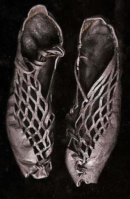 botas altas de madera hasta la rodilla