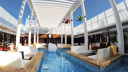 Ein episches Drohnen-Rennen auf dem neuen AIDA Flaggschiff