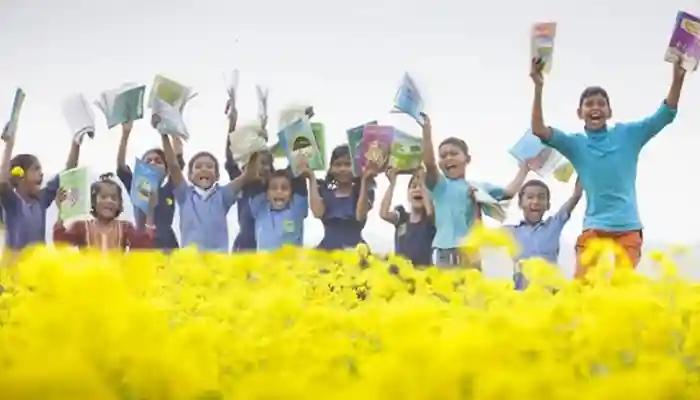 এবারও শিক্ষার্থীদের হাতে নতুন বই তুলে দেবে সরকার