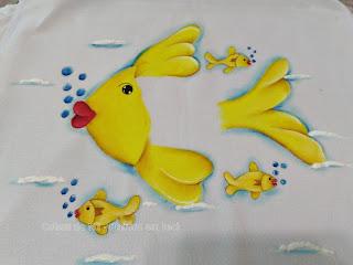 pano de prato com pintura de peixe amarelo