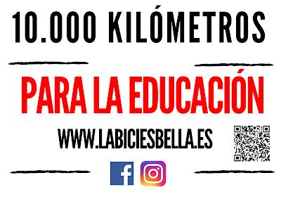 Cartel solidario kilómetros para la educación. La bici es bella