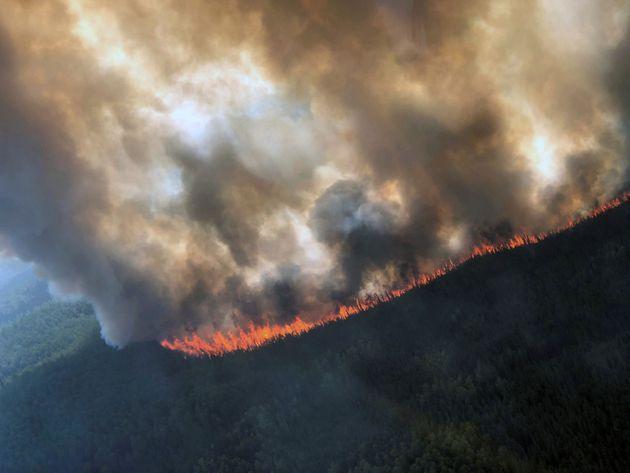 O καύσωνας στην Αλάσκα καίει δάση, λιώνει πάγους και οι πόλεις πνίνονται στον καπνό