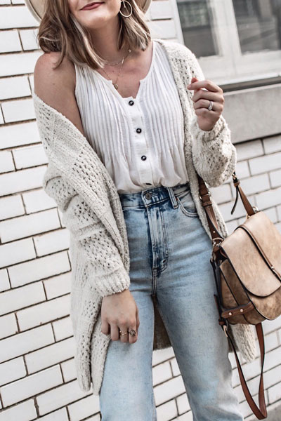 Winter is a great time to step up your personal style. See these 24 Trendy Winter Fashion Ideas for Not So Cold Days. Winter Outfit Ideas for Women via higiggle.com | casual boho look with cardigan | #winter #fashion #cardigan