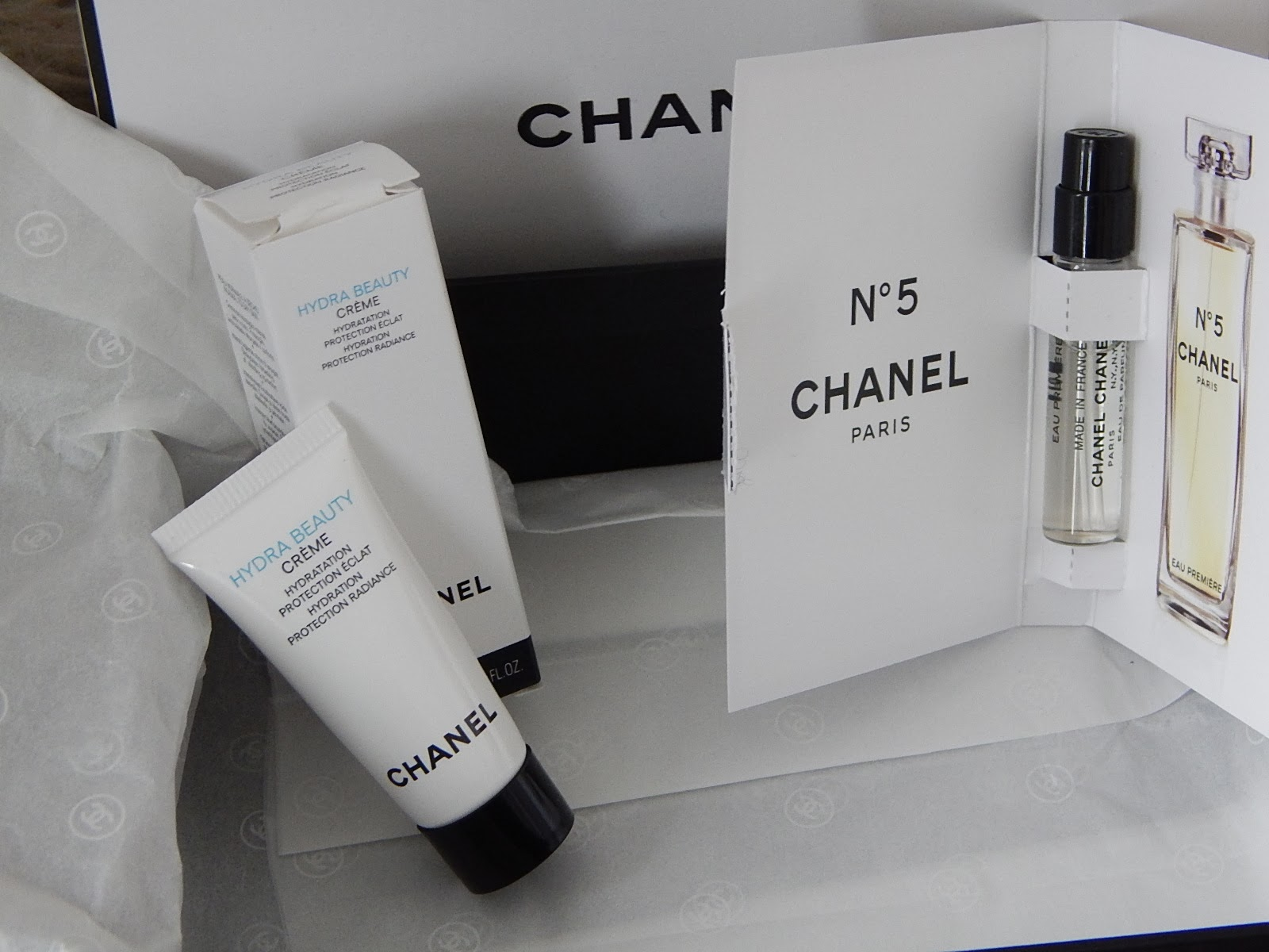 12459351309c Lastly, I just thought I'd quickly show you the little samples that came  with it (I love how Chanel are cool about giving samples, some brands can  be so ...