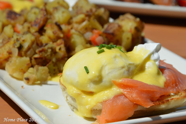 Plan b - Smoked Salmon Eggs Benedict