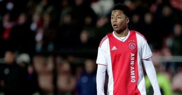 «Манчестер Юнайтед» подпишет контракт с 16-летним игроком «Аякса»