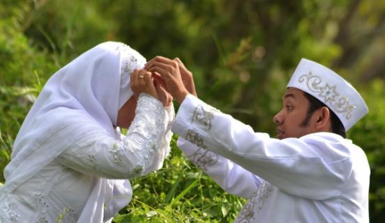 Inilah 8 Sumber Pahala Bagi Wanita Yang Sudah Memiliki Suami atau Bergelar Istri, Di bagikan Ya !