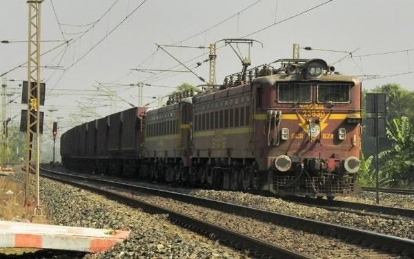 भारतीय ट्रेन में सफर के दौरान ध्यान रखें ये बातें, वरना पड़ेगा पछताना