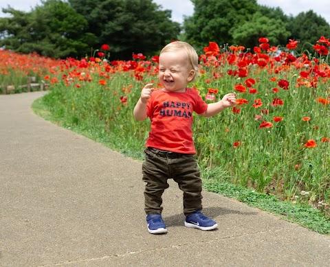 Hình nền baby boy cười vui vẻ