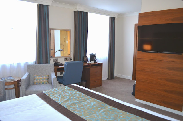 Every Hotels - every hotel Piccadilly - Central London Hotels - Review - Deluxe Room - Views - Experience - Stay - Hotel stay - Bedroom - Bathroom - Smart TV - Interactive Hotel