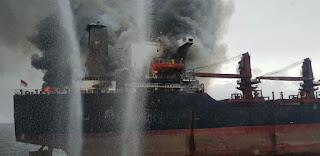 Seluruh Awak Kapal Selamat, Kapal MV Golden Ocean  Yang terbakar Di Perairan Bontang Ditarik Ke Loktuan
