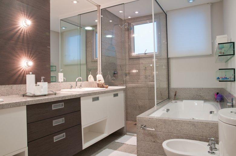 BANHEIROS COM BANHEIRA – FOTOS, MEDIDAS E DICAS PARA INSTALAR SUA BANHEIRA   -> Banheiro Simples Suite