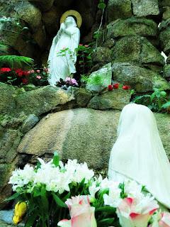 A Santa na Gruta Nossa Senhora de Lourdes, Porto Alegre