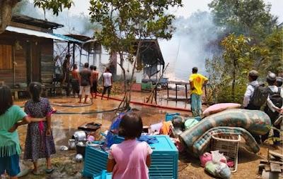 Siang Bolong, Dua Rumah di Mantangai Ludes Terbakar