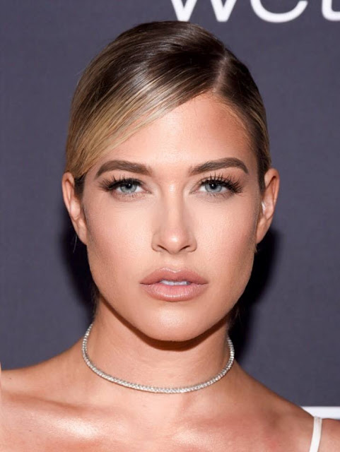 Kelly Kelly age, husband, wwe, hot, expose, wrestler, wags, bikini, wwe diva, sheldon souray, barbie, maxim, videos, photos, return, ecw, stinkface, instagra
