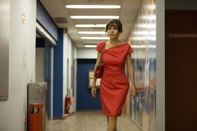 Atriz Leona Cavalli como Iris, esposa de Silvio Santos