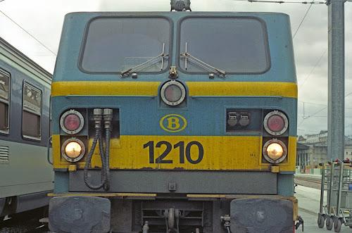 Paris, Gare du Nord, train Corail Paris-Amsterdam, locomotive, © L. Gigout, 1990