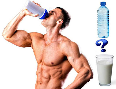 tomar la proteína en leche o en agua