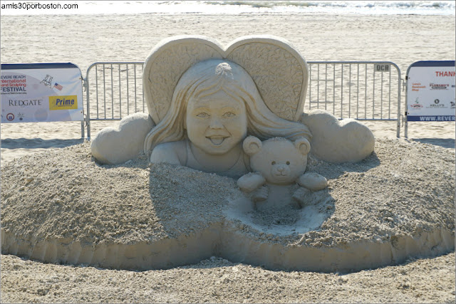 """Mama Look!! I found my Teddy!"" de Deb Barrett en el Festival de Revere, Massachusetts"