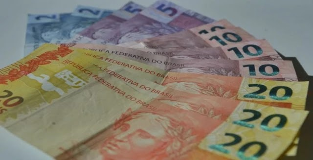 O governo planeja em sua proposta de reforma tributária que saques e depósitos em dinheiro sejam taxados com uma alíquota inicial de 0,4%