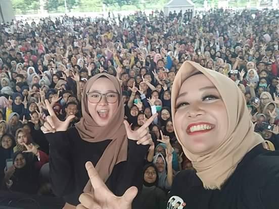 Nissa Sabyan Acungkan Dua Jari, Milenial Solid Pilih Prabowo-Sandi