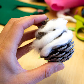 How to Make Fun Felt and Yarn Pinecone Owls for fall AND a great Owl booklist for kids too!