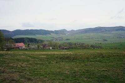Góry Suche. Pośrodku kadru Rybnica Leśna i kopalnia melafiru