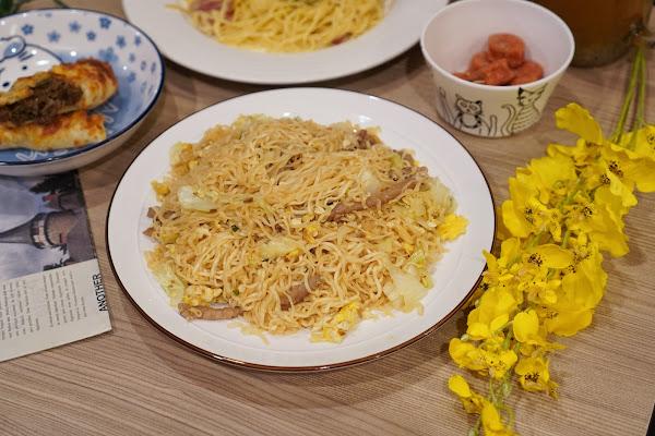 台南永康區美食【魔法咪嚕寵物主題餐廳】餐點介紹-好吃超多份量咻咻炒泡麵
