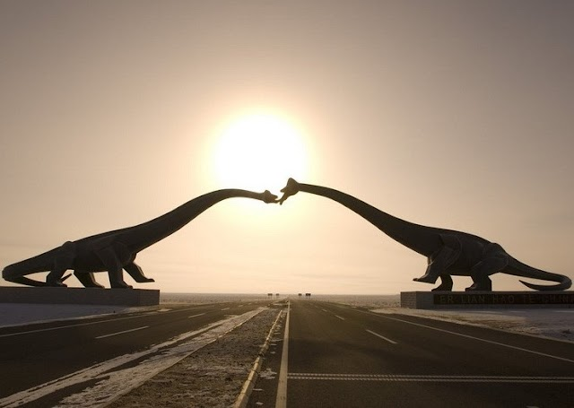 """The unique """"kissing dinosaur"""" dome in China"""