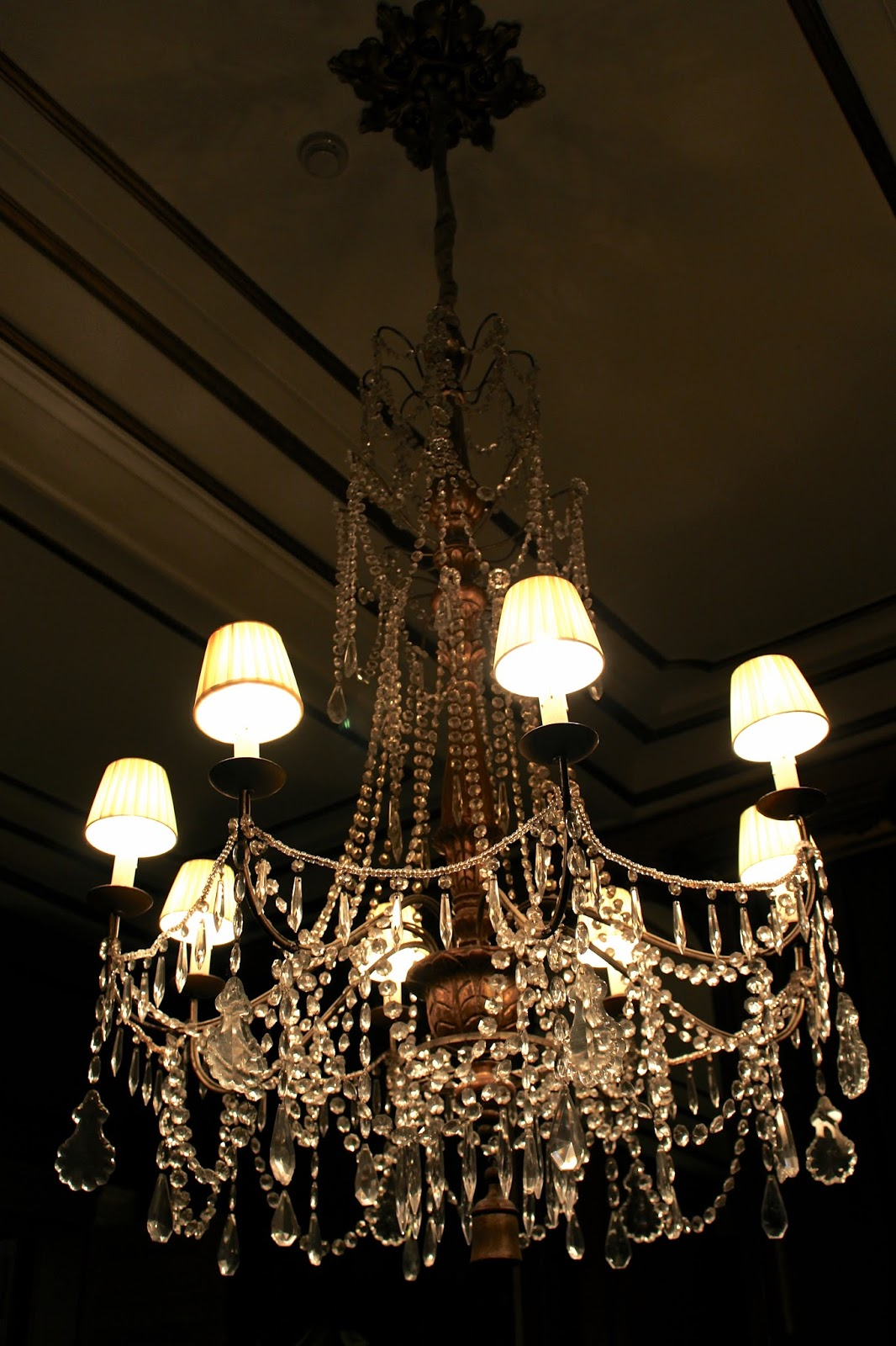 Luxurious chandelier with lamps at Hotel Dukes' Palace