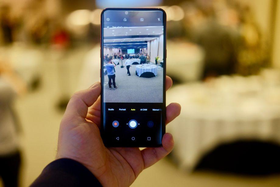 Download LG G8 ThinQ Wallpapers | Techkrest