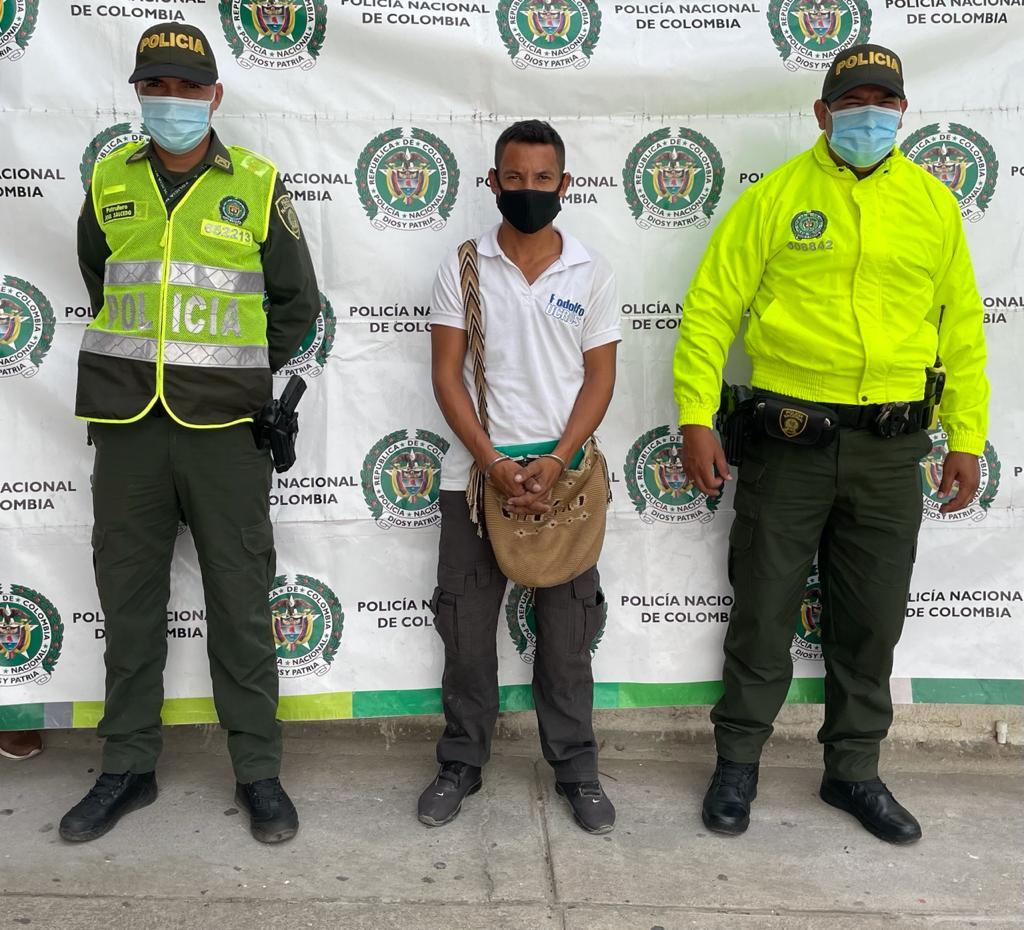 https://www.notasrosas.com/Policía Guajira captura en Riohacha, hombre que abusaba de niña de siete años