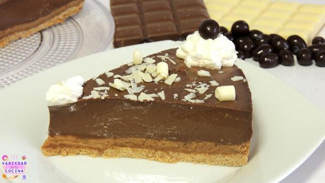 Hoy he decidido traeros la receta con el paso a paso de  una tarta que me gusta muchísimo. Se trata de una tarta de chocolate que está para chuparse los dedos y lo mejor de todo es que no vamos a utilizar el horno.