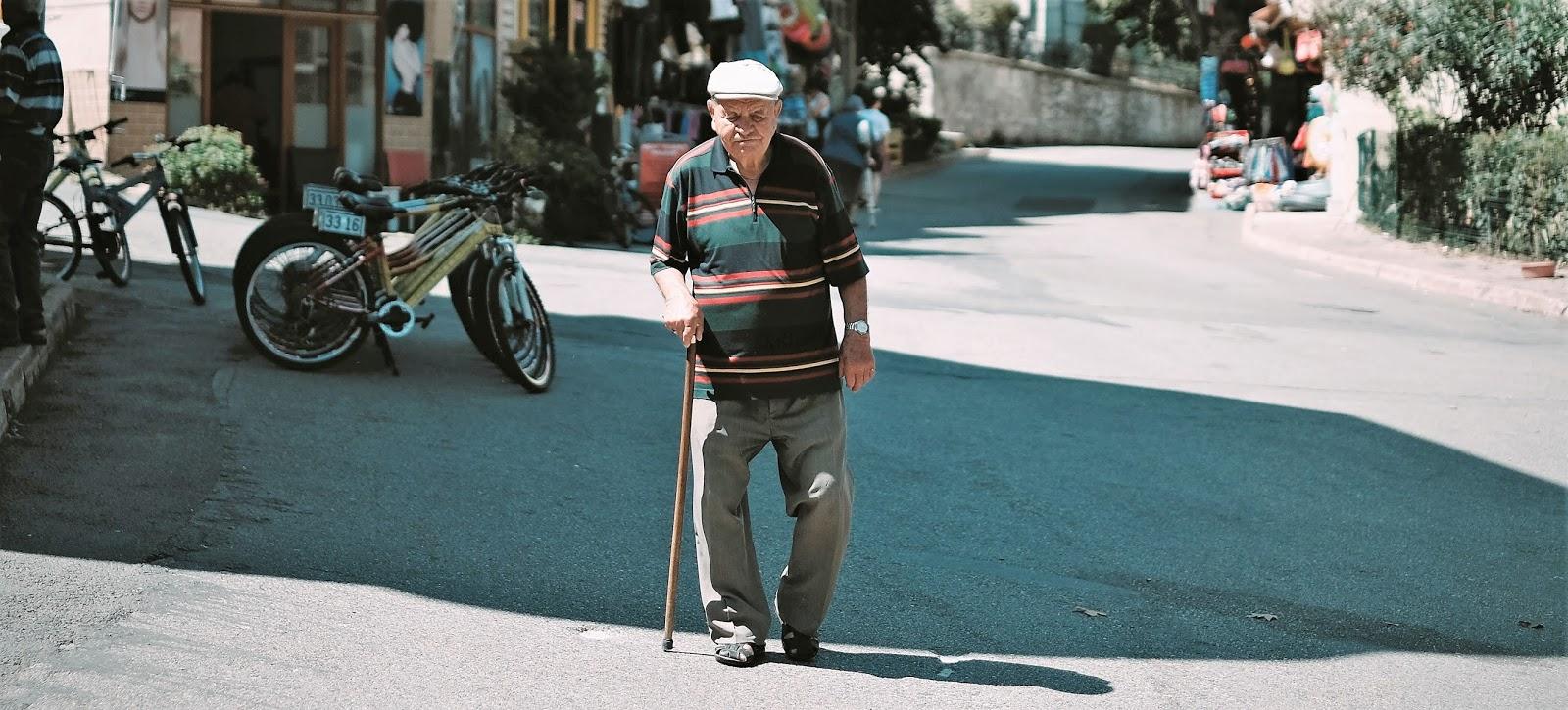 alat bantu jalan tongkat untuk penderita osteoarthritis