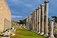 Pergamos Columns - Photo by Ahmet Demiroğlu on Unsplash