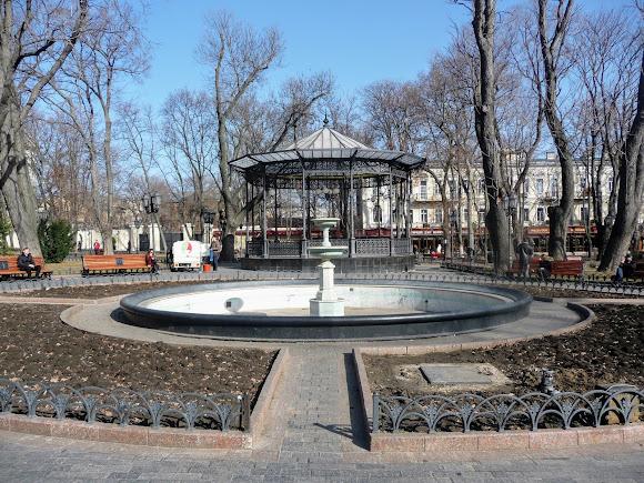 Одесса. Дерибасовская ул. Горсад. Беседка и фонтан