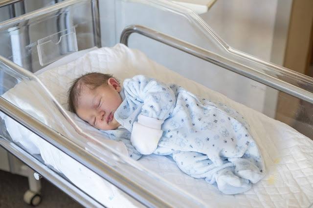 Мать отказалась от новорожденного сына как только увидела кого родила