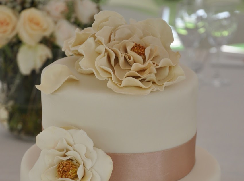 Rozanne S Cakes Off White Open Rose Wedding Cake