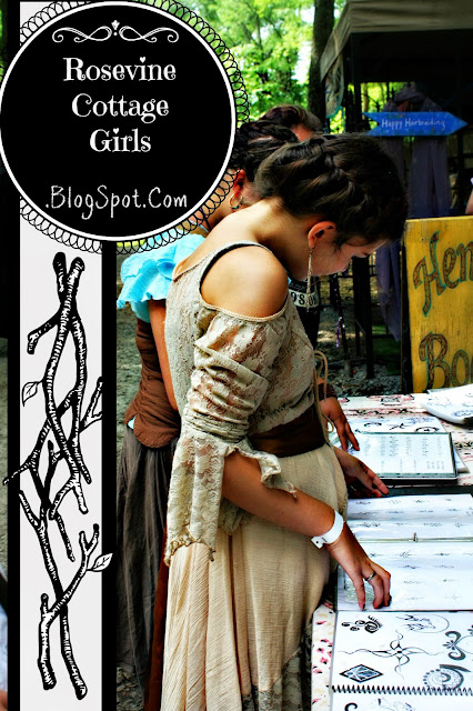 Tennessee Renaissance Festival - girls at henna booth
