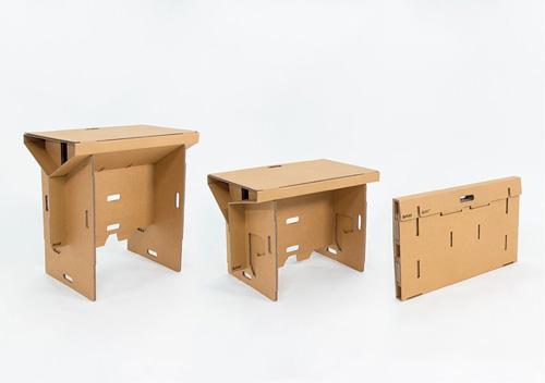 Độc đáo chiếc bàn làm việc từ thùng carton, in Hồng Hạc