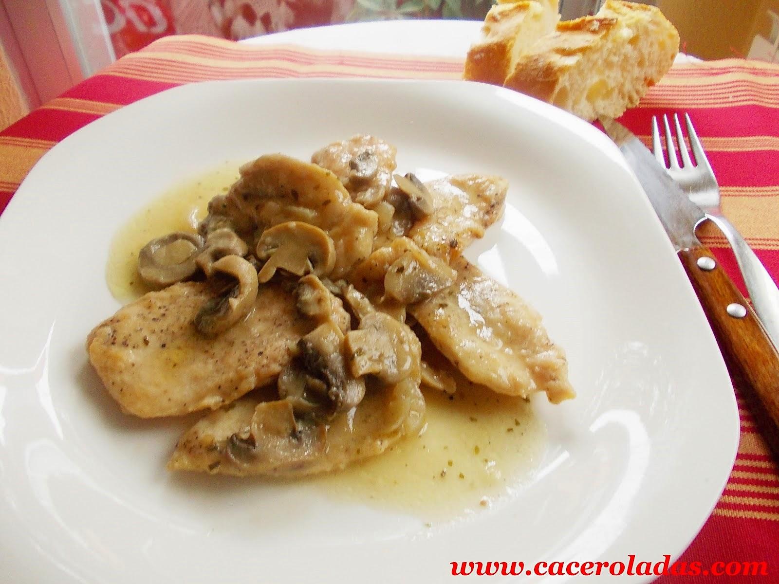 filetes de pollo en salsa con champiñones