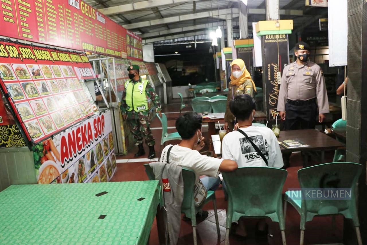 Ngeyel Buka Lewat Jam 8 Malam, Kafe di Kebumen Dibubarkan Paksa
