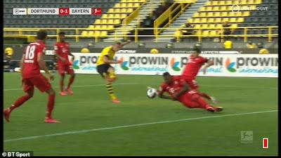 """Dortmund bị """"cướp"""" 1 quả penalty ở trận thua Bayern?"""