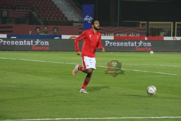 لاعبي الأهلي يقومون بعملية الإحماء إستعداداً لمواجهة مصر المقاصة
