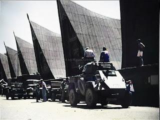 konvoi mobil baja belanda saat di depan pasar balige
