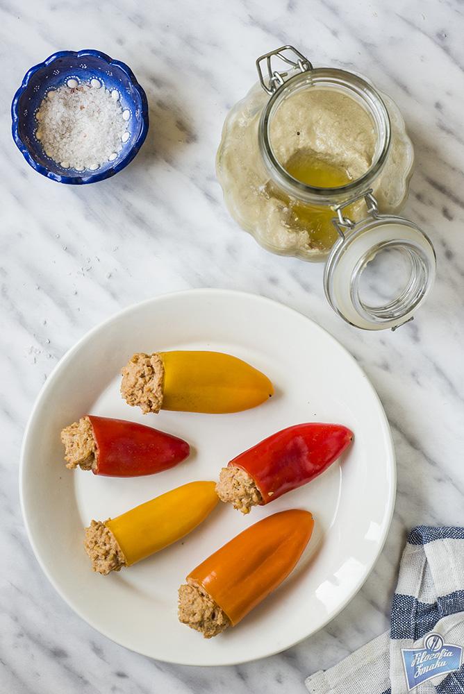 Papryka z hummusem