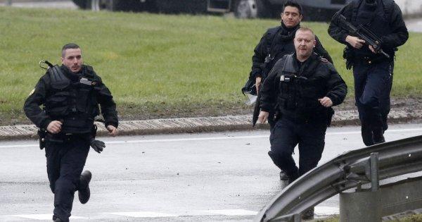 Eκτός ελέγχου η κατάσταση στην Γαλλία: Εφοδος αστυνομικών σε σχολείo - Συλλαμβάνουν 12χρονα -Συγκλονιστικό βίντεο